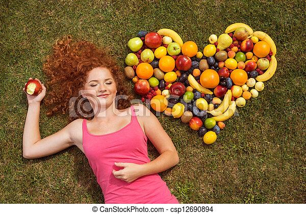 dziewczyna, owoc - csp12690894