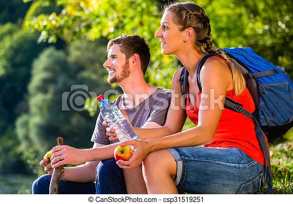 eau, été, couple, boire, randonnée - csp31519251