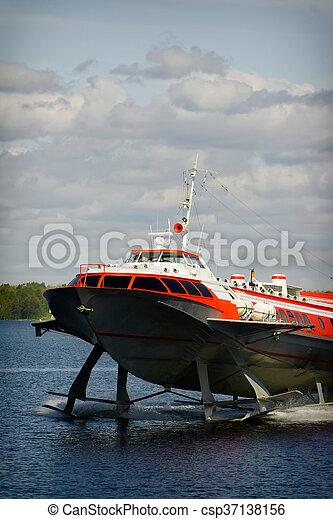 bateau hydrofoil