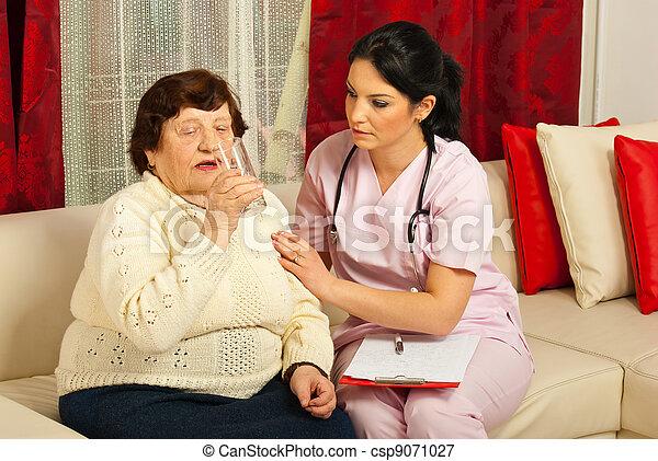 eau, infirmière, assister, boire, personnes agées - csp9071027