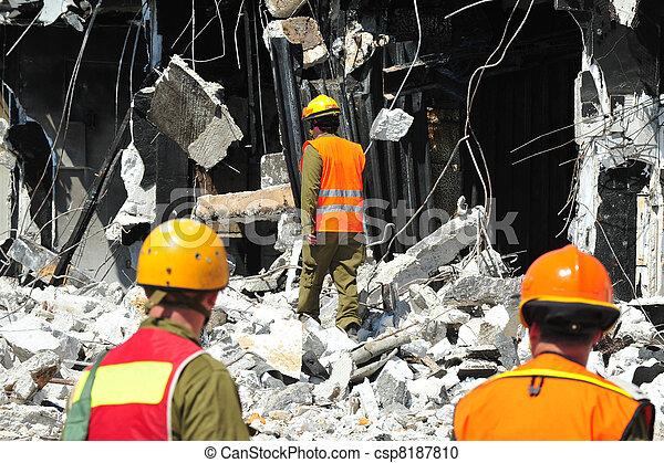 edificio, búsqueda, rescate, después, escombro, por, desastre - csp8187810