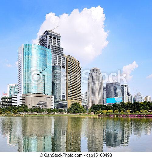 Un edificio moderno en Bangkok, Tailandia. - csp15100493