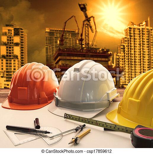 edificio, casco, uso, trabajando, empresa / negocio, propiedad, civil, moderno, arquitecto, topic, ingeniería, construcción, seguridad, plano de fondo, tabla, grúa - csp17859612