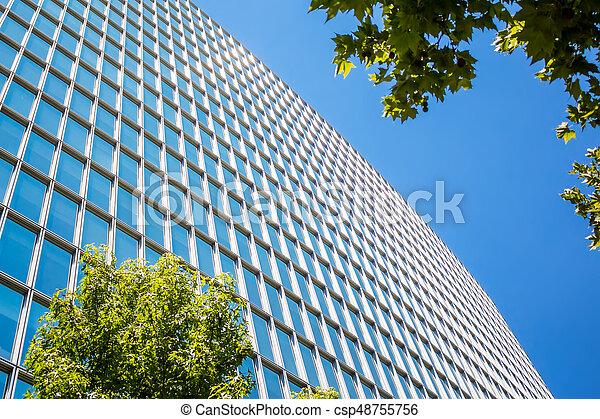 Edificio moderno con hojas verdes - csp48755756