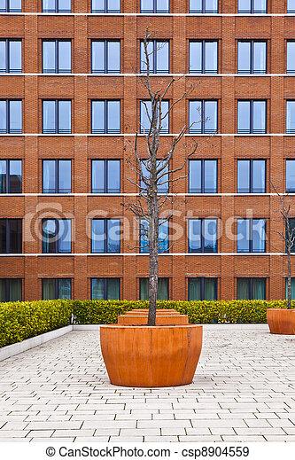 Fotografas de archivo de edificio moderno rbol fachada