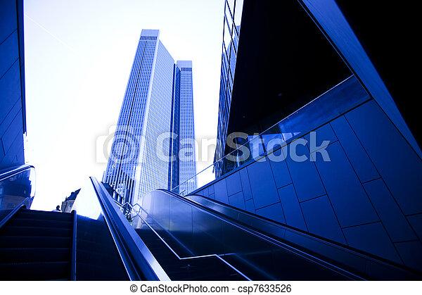 Edificio de negocios moderno - csp7633526