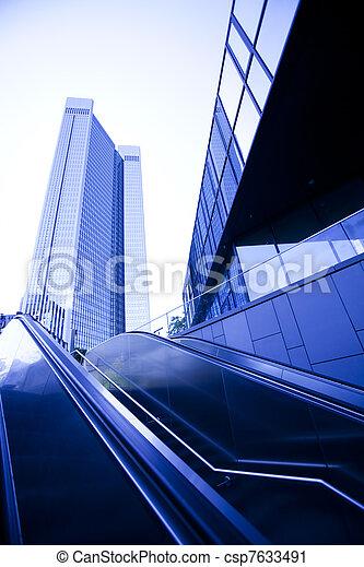 Edificio de negocios moderno - csp7633491