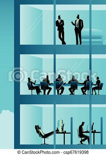 Gente trabajando en el edificio de oficinas - csp67619398