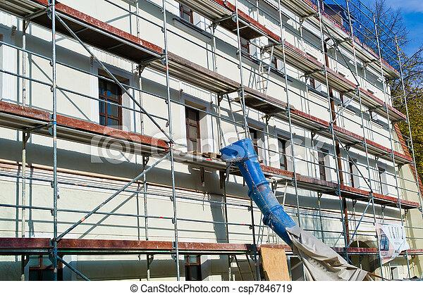 Renovación de un edificio residencial - csp7846719