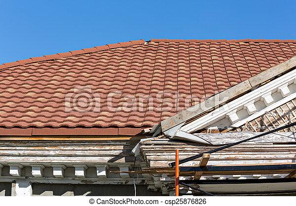 Renovación del antiguo edificio residencial - csp25876826