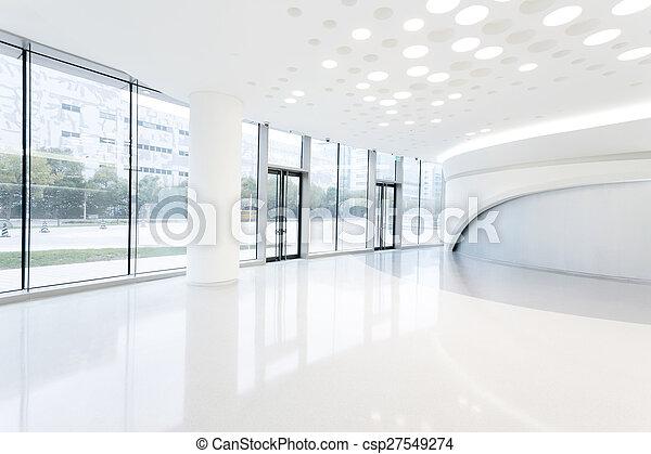 Construcción de oficinas modernas futuristas en la ciudad urbana - csp27549274