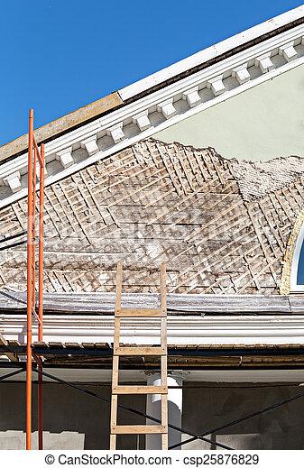La renovación del edificio antiguo - csp25876829