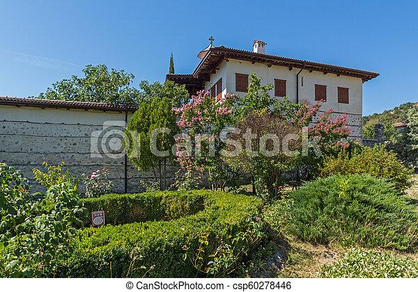 Edificios en el monasterio medieval rozhen de la Natividad de la madre de Dios, Bulgaria - csp60278446