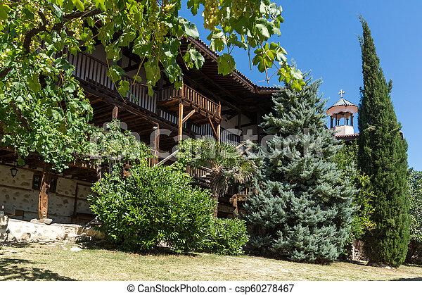 Edificios en el monasterio medieval rozhen de la Natividad de la madre de Dios, Bulgaria - csp60278467