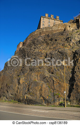 Edinburgh Castle view - csp8136189