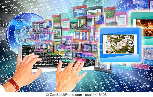 La educación en Internet - csp11415408