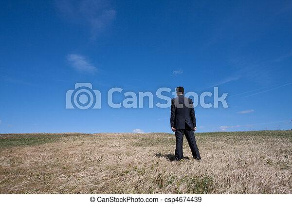 egyedül, mező - csp4674439