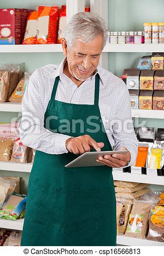 eigentümer, gebrauchend, mann, supermarkt, tablette - csp16566813
