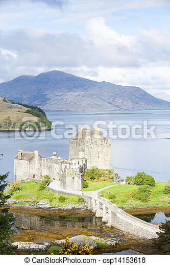 Eilean Donan Castle, Loch Duich, Scotland - csp14153618
