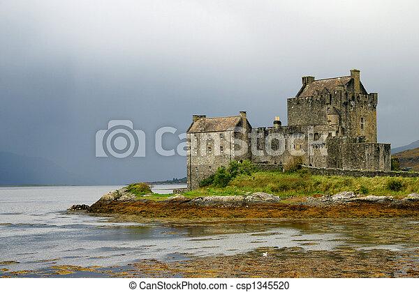 Eileen Donan Castle - csp1345520