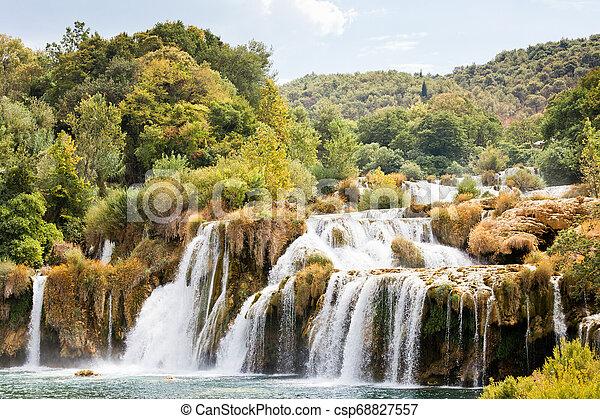 Krka, sibenik, croatia - Wandern durch die beeindruckende Landschaft des krka Nationalparks - csp68827557