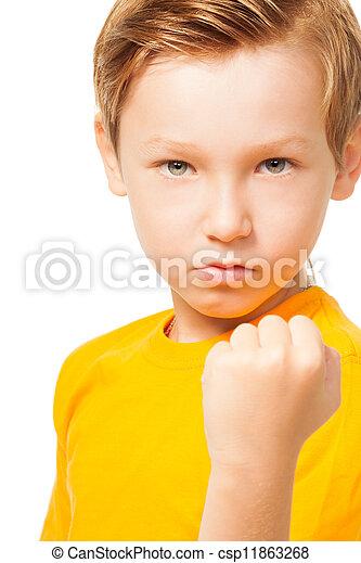 Un chico malhumorado mostrando su puño - csp11863268