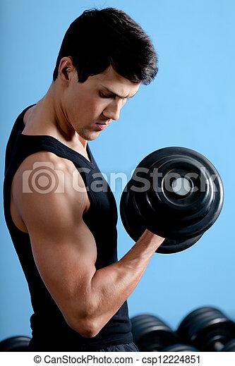 Atleta musculoso usa su pesa - csp12224851