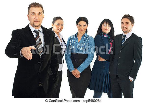 Hombre de negocios bienvenido a unirse a su equipo - csp5480264