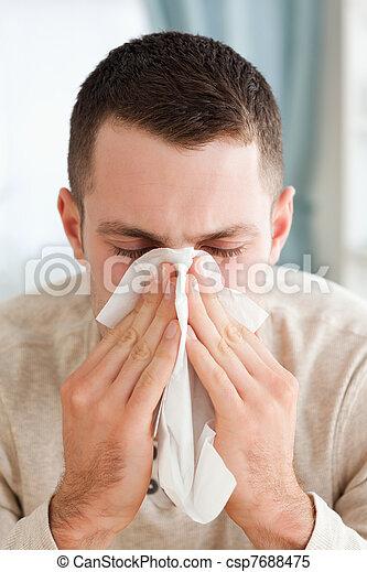 Retrato de un joven sonando su nariz - csp7688475