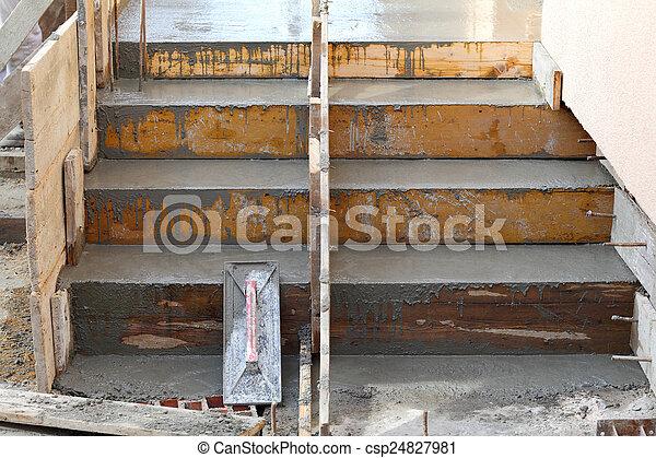 Escaleras de construcción - csp24827981