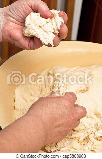 Haciendo pasta - csp5808903