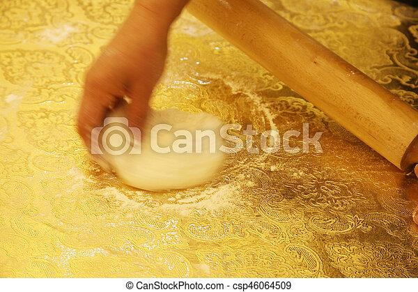 Hacer pasta casera - csp46064509