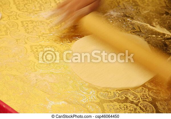 Hacer pasta casera - csp46064450