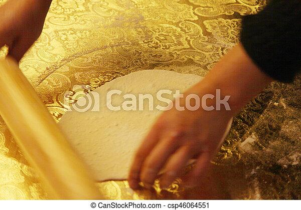 Hacer pasta casera - csp46064551