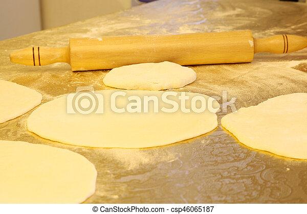 Hacer pasta casera - csp46065187