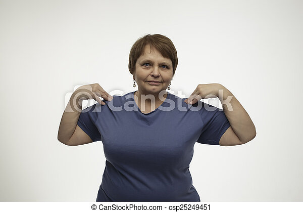 Una mujer madura haciendo ejercicio - csp25249451