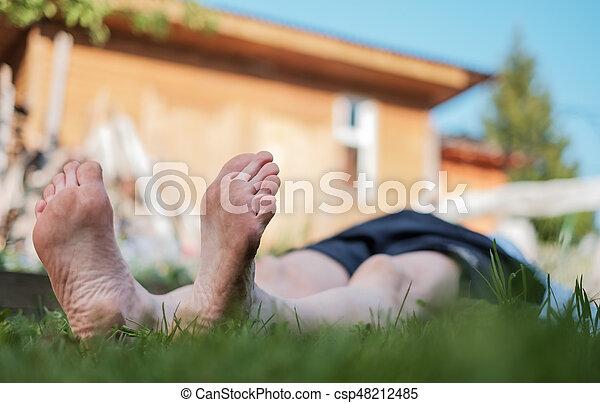 ele, natureza, relaxe, deitando, field., capim, summer., homem - csp48212485