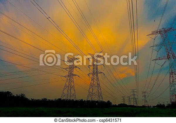 Pilones de electricidad al atardecer - csp6431571