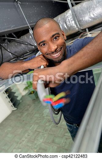 Un joven electricista - csp42122483