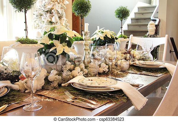 Elegant Christmas Dinner Table Setting