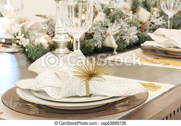 Christmas Table Settings.Elegant Christmas Table Setting