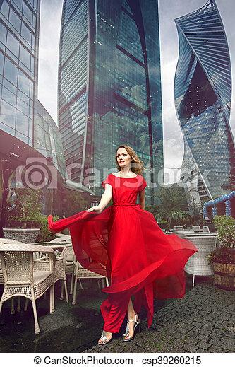 La mujer del vestido rojo