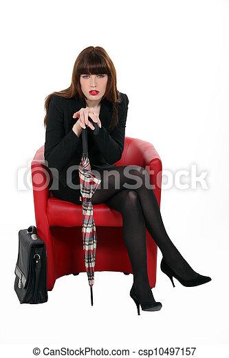 elegante, poltrona, negócio mulher, sentando - csp10497157