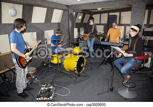 elektro, arbeitende , gestein, zwei, eins, keyboarder, musiker, band., gitarren, studio, schlagzeugspieler, m�dchen, sänger - csp3928900