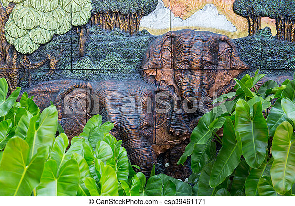 Charmant Elephants Stone Sculpture On The Wall With Jungle Background In Public  Garden, Thailand   Csp39461171