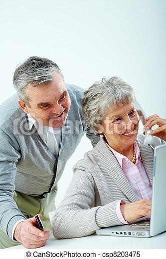 elfoglalt, seniors - csp8203475