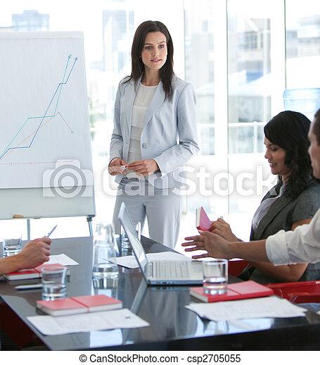 elle, conversation, présentation, collègue, femme affaires - csp2705055