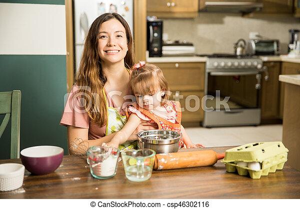elle, enfant, quoique, porter, mère, cuisinier, essayer - csp46302116