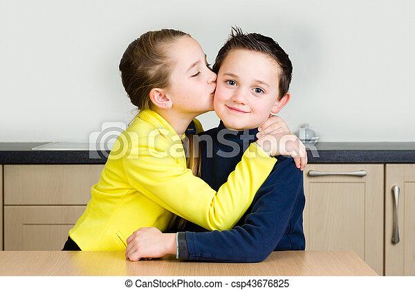 elle, frère, jeune, baiser, girl, donne - csp43676825