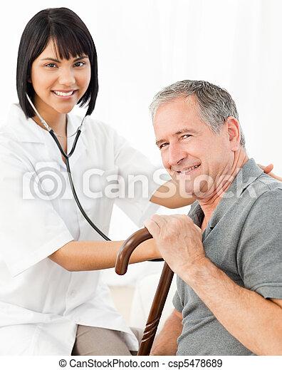 elle, regarder, infirmière, appareil photo, patient - csp5478689